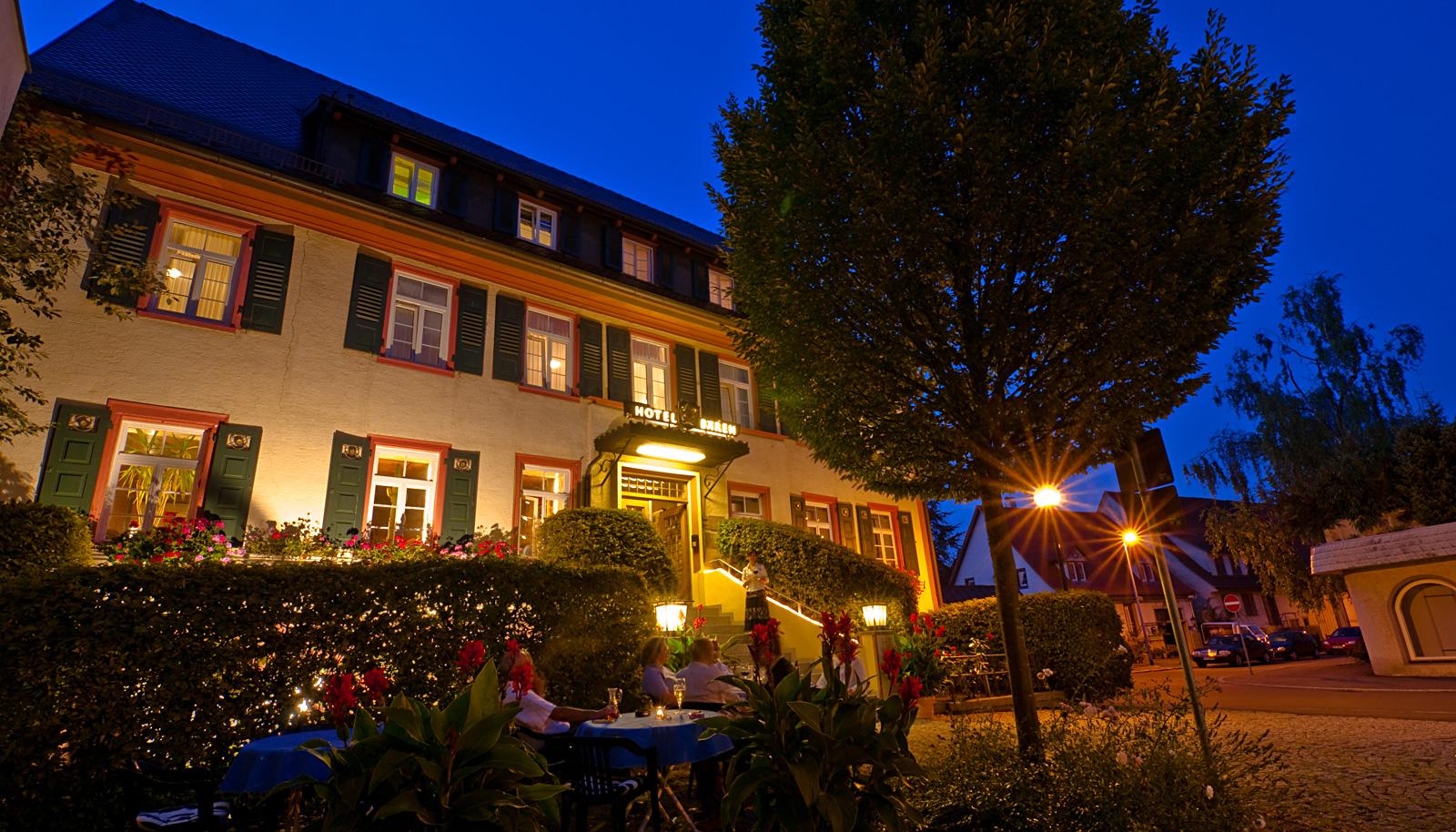 Hotel Bären im Sommer am Abend